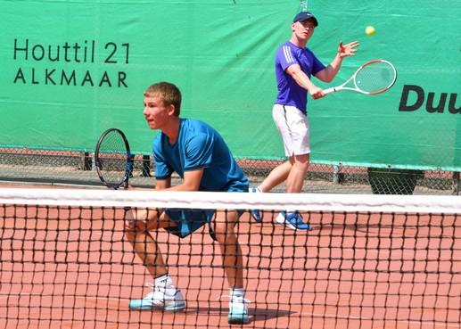 Jong gelegenheidsduo Ward Dzialiner/Koen Zonneveld is tijdens Oudorp Open best bestand tegen hitte