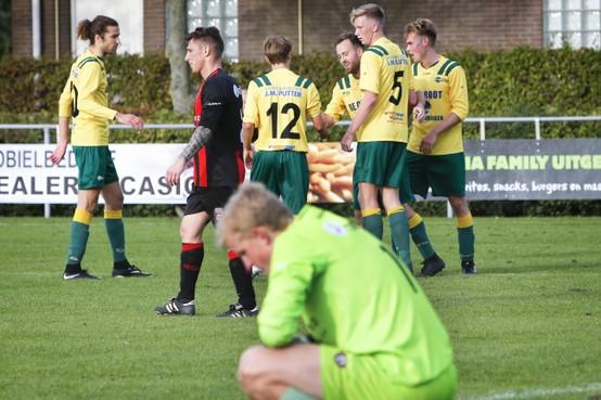 FC Uitgeest eenvoudig door naar volgende ronde van de districtsbeker; Trainer Ton Pronk: 'We zijn op de goede weg'