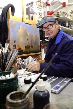 Rob Jacobs geniet van het restaureren van schilderijen: ,,Als je de blijdschap van mensen ziet, dat is prachtig''