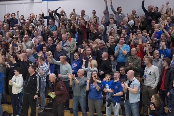 De fans van ZZ Leiden gaan 500 man sterk naar Zwolle en weten het zeker: 'Die beker is van ons'