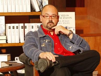Carlos Ruiz Zafon signeert bij boekhandel Baarn