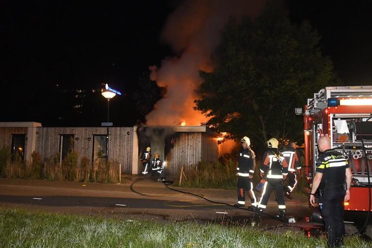 Huis uitgebrand aan Avicennapad in Leiden [video/update]