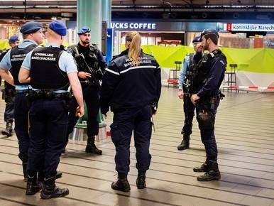 Marechaussee schoot terecht bij paniek Schiphol