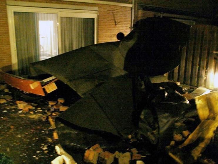 Storm blaast dak van huis in Voorhout