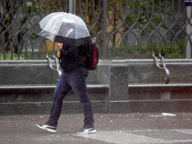 Stormachtig en voor een halve maand regen in het westen