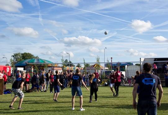 Zo'n 500 volleyballers op kermis Nibbixwoud: 'Iedereen wil erbij zijn'