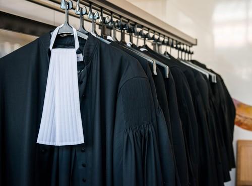 Velsen-Noorder voor rechtbank om rol bij handel in alarm- en gaspistolen