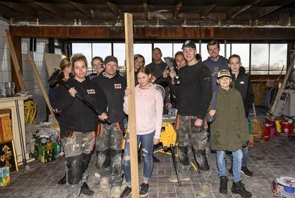 Tranen van ontroering na brand: klanten helpen Vechtfabriek in Zaandam er weer bovenop
