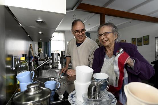 Zoon opgepakt, moeder Lucie (89) naar zorginstelling gebracht