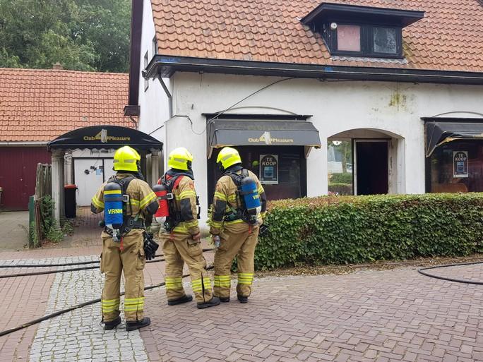 Brand in voormalig seksclub in Middenmeer