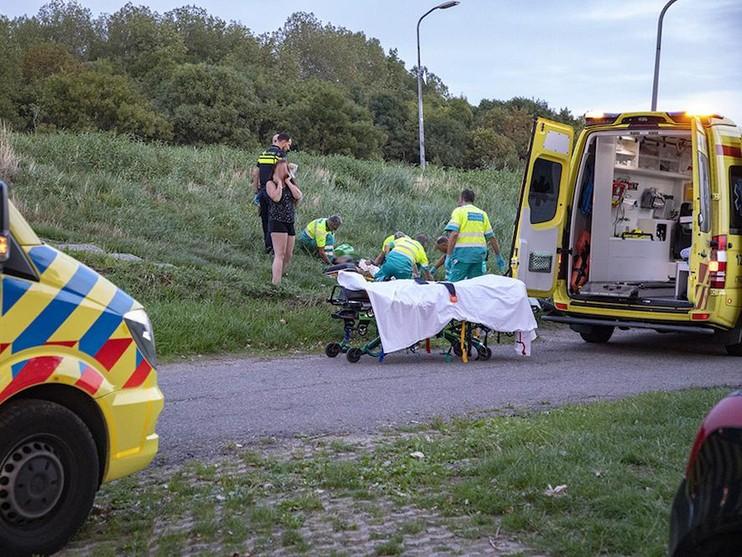 Motorrijder rijdt van Slaperdijkweg in Spaarndam en raakt gewond