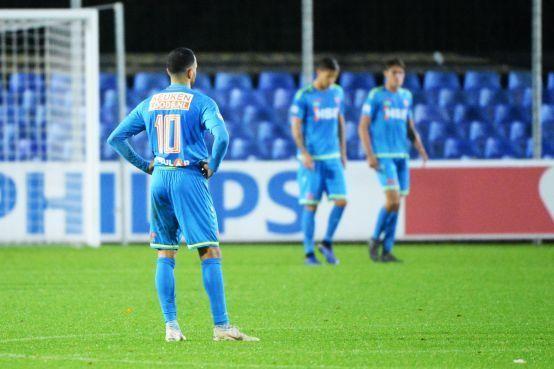 Aanhang van FC Volendam baalt van prestatie tegen Jong PSV: 'Schaam je kapot' [video]