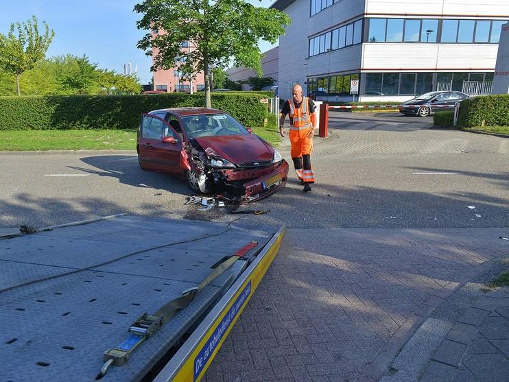Automobilist gewond bij botsing tegen stilstaande vrachtwagen Schiphol-Rijk