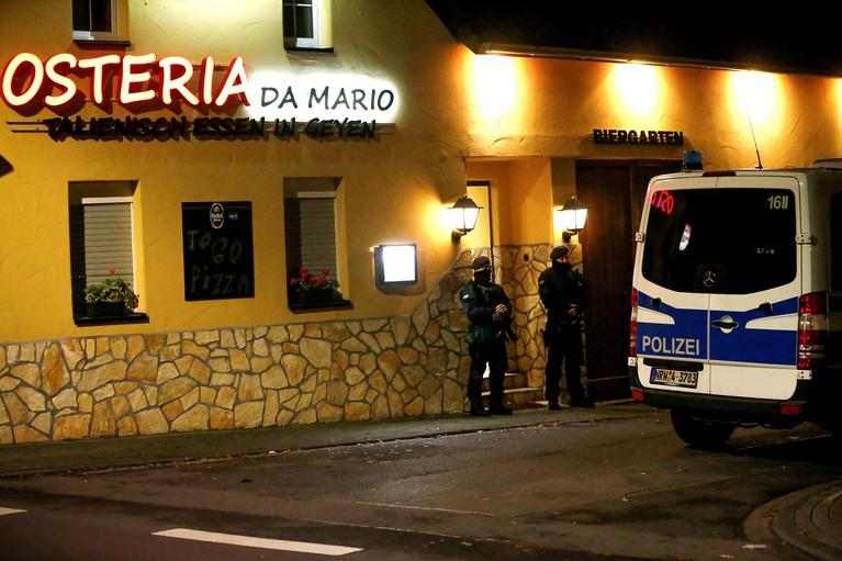 Vijf arrestaties in Nederland bij 'Ndrangheta-actie, invallen in gemeente Velsen en Amsterdam [video]