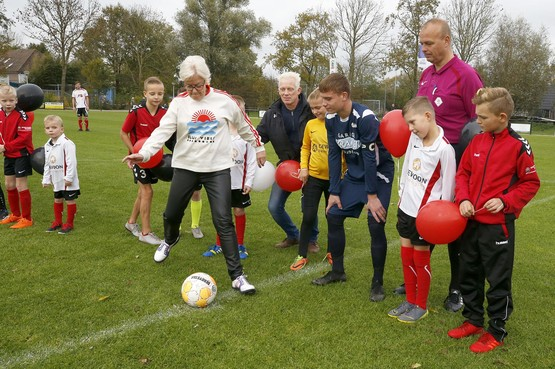 Trainer Pascal Hamers van Dirkshorn: 'Voor ons niveau is dit veld groots visitekaartje'