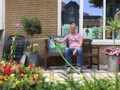 'De eerste zomer thuis': Zieke Ronald Koetsier keert na overlijden van zijn vrouw terug naar Hilversum