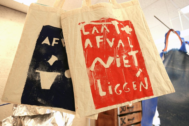 Wellantcollege Naarden duikt in de wereld van recycling: leuk, zo'n jurkje van afval!