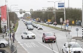 Het kruispunt in Leimuiden, met de oprit naar de Drechtbrug.