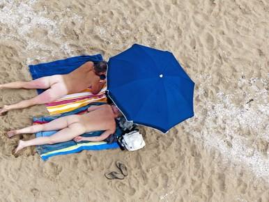 Schagen wil geen bloot tussen bikini's en zwembroeken op het strand van Callantsoog