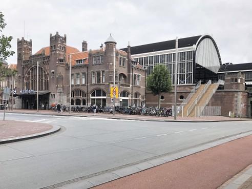Max Verstappen-trap niet aan noord- maar zuidzijde NS-station Haarlem