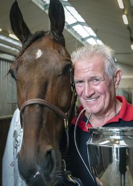 Ex-wethouder Haarlemmerliede Ger Markus scoort in paardensport