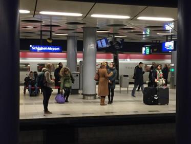Veertig procent van alle vluchten vanaf Schiphol ligt binnen 750 kilometer. Kan je die allemaal vervangen door de trein?