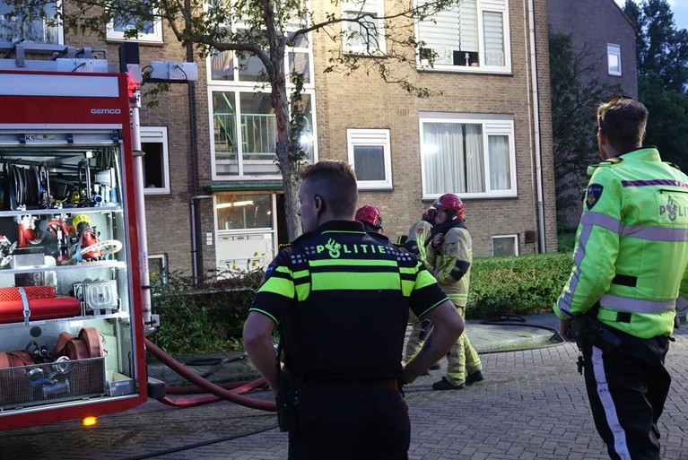 Twee katten overleven brand in Krommenie niet, bewoner naar het ziekenhuis