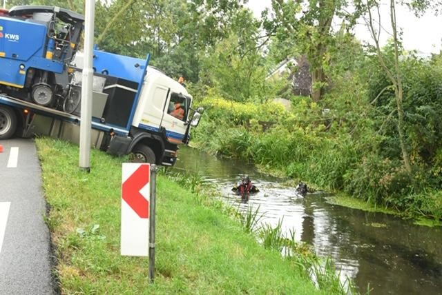Drie gewonden bij groot ongeval met vrachtwagens en auto's bij Boskoop, N207 dicht [video]