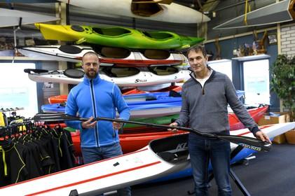 Zaankanters introduceren nieuwe kanopeddel: 'Klapschaats van het kanovaren'