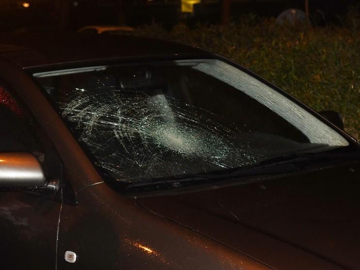 Spookrijdende fietser botst met auto in Leiden