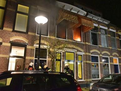 Flinke vlammen bij brand in slaapkamer Leiden