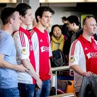 Ajaxfans op Schiphol