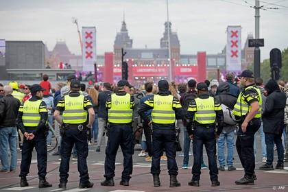 Kleine 30 aanhoudingen tijdens huldiging Ajax