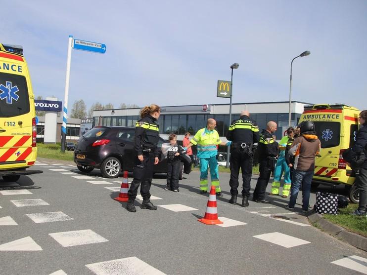 Scooterrijdster en kind gewond bij verkeersongeval in Hillegom