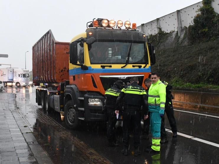 Vrouw aangereden door vrachtwagen in Oegstgeest