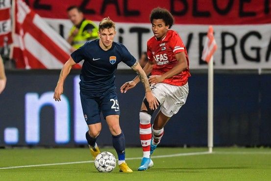 AZ in tijdelijke thuishaven Den Haag simpel langs FC Marioepol en door in Europa