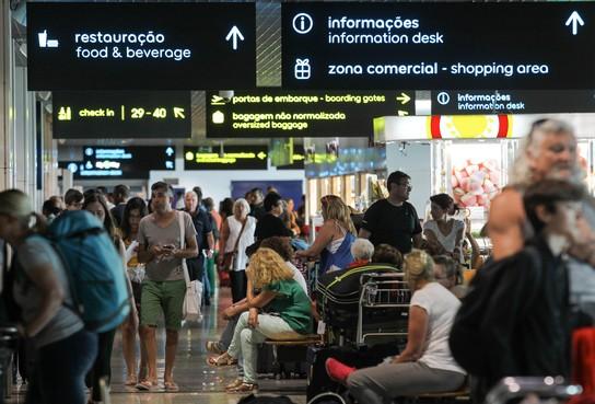 'Chaos op Madeira': Honderden Nederlandse reizigers gestrand