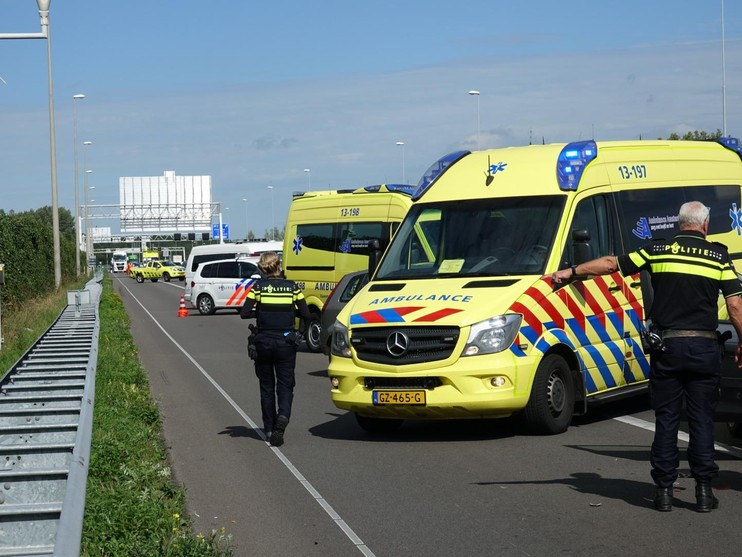 Gewonde bij botsing met drie auto's op A7 bij Zaandam