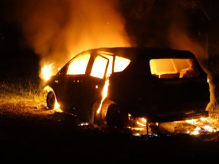 Gestolen auto brandt af in Noordsterpark Wormerveer [video]