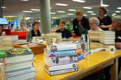 Ontroerende stapelpoëzie bij Bibliotheek Waterland