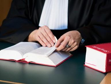 Dertig maanden cel geëist voor ernstig geweld bij diefstal scooter