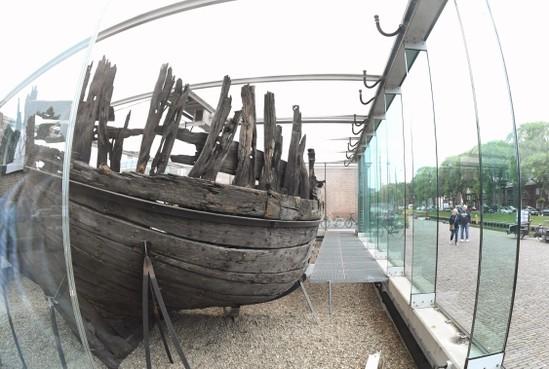 Tonnen steken in de verplaatsing van een scheepswrak terwijl overal op bezuinigd wordt? Waanzin, vindt de Stadspartij Den Helder