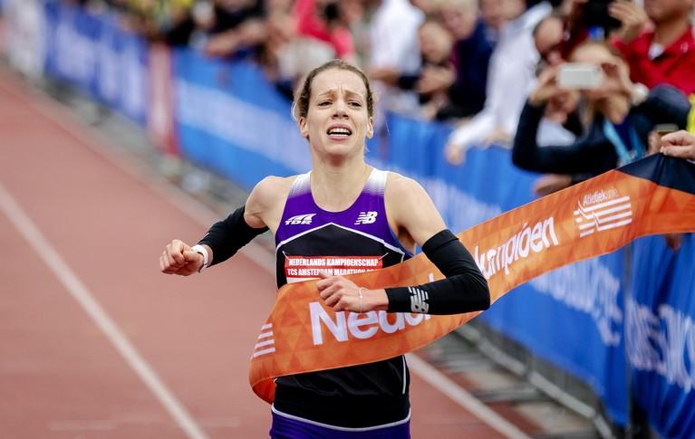 Debutante Bo Ummels met bloedende tenen naar Nederlandse titel op de marathon