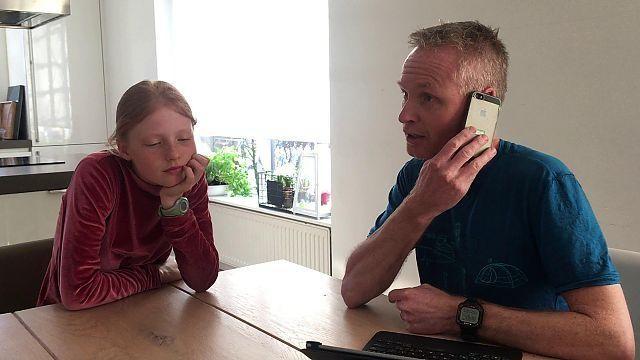 Visser 't Hooft lyceum in Leiden pakt smartphones in de klas aan met speciale tas en filmpje met de directeur [video]