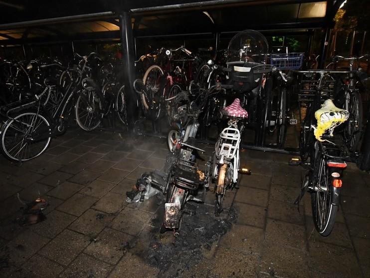 Opnieuw brandstichting in fietsenstalling bij station De Vink