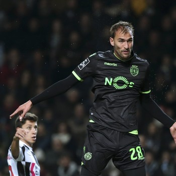 Bas Dost in actie namens Sporting. © AFP
