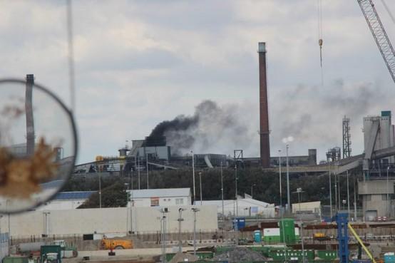 Na slakverwerker Harsco krijgt straks ook Tata Steel zelf een serie dwangsommen aangezegd; voor roetwolken door 'rauwe ovens' Kooks- en Gasfabrieken
