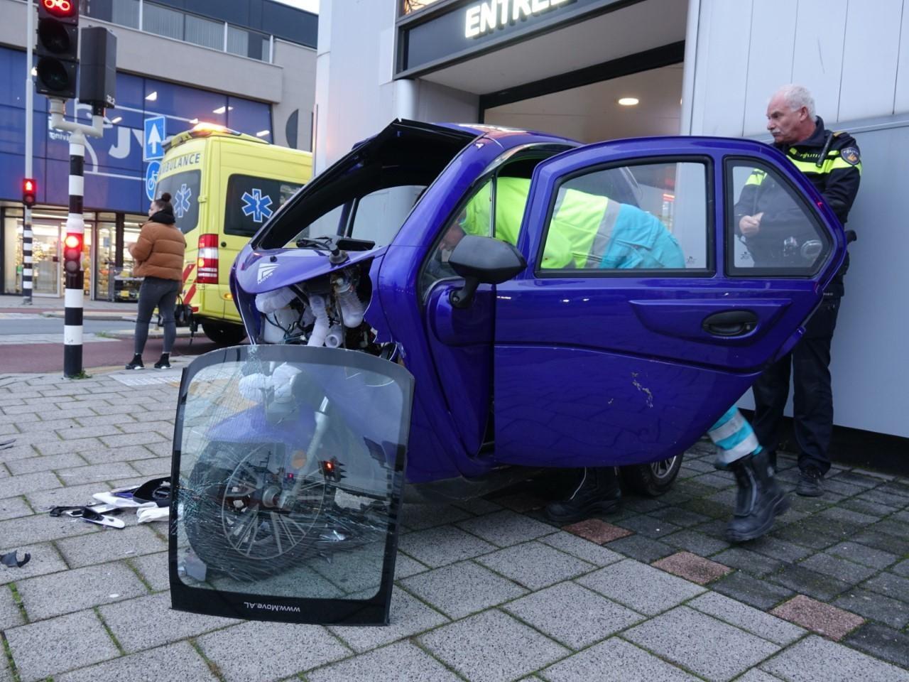 Elektrische trike botst tegen verkeerspaal in Alkmaar, bestuurder gewond - Noordhollands Dagblad