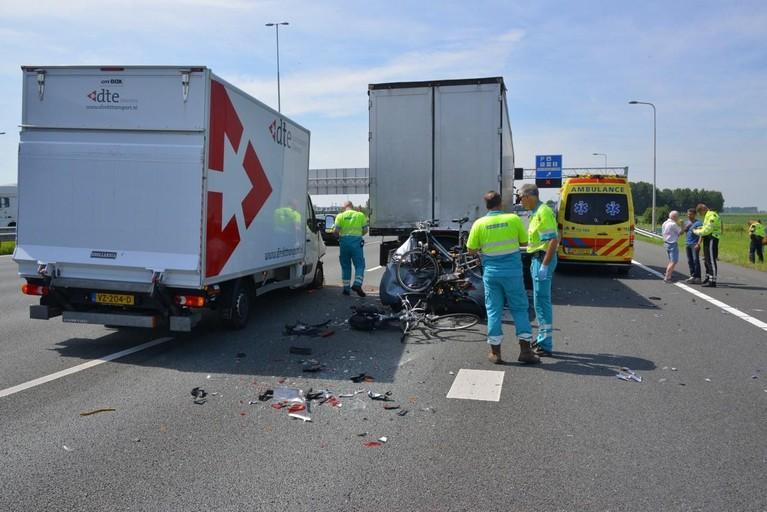 Gewonden bij botsing tussen auto en vrachtwagens op de A4 bij Hoofddorp