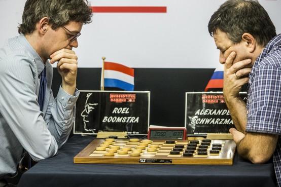 Roel Boomstra verovert wereldtitel dammen
